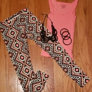 Adorable leggings & tank outfit plus jewelry